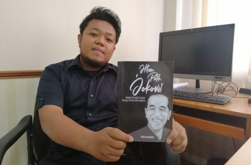 Hitam Putih Jokowi di Tangan Pebri Ramadani