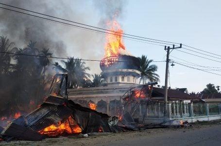 Masjid Taqarrub dan sejumlah bangunan ruko di Gampong Alue Bungkoh, Kecamatan Pirak Timu, Aceh Utara, ludes terbakar, Sabtu, (28/12/2019). Foto/Ist