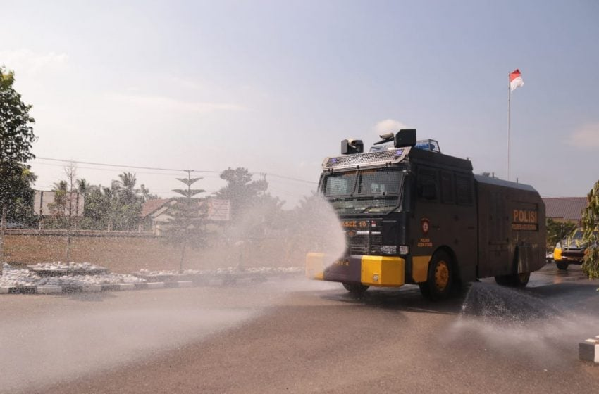 Antisipasi Corona, Wali Kota Lhokseumawe Pimpin Penyemprotan Disinfektan Seluruh Kota