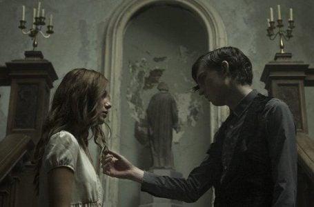 Salah satu cuplikan di Film The Lodgers. Foto ini diambil di situs tribunnews.com