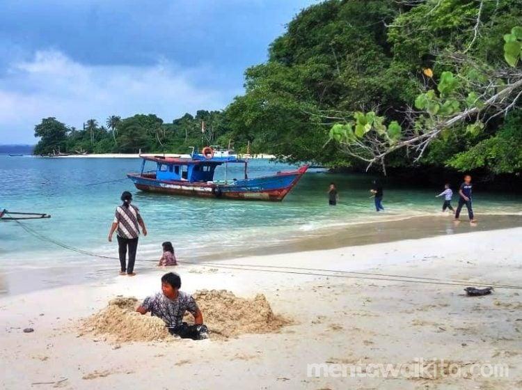 Berwisata Sambil Mancing di Pulau Siruso