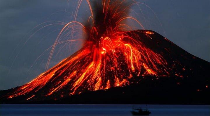 Hebatnya Gunung Krakatau