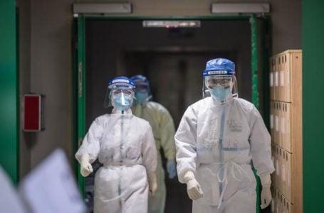 Petugas Medis yang menanganis pasien corona | Sumber Foto: www.liputan6.com