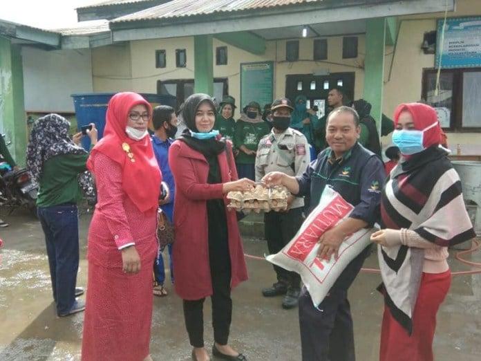 Kegigihan PDI-Perjuangan Aceh Serahkan Bantuan Untuk Banjir Bandang