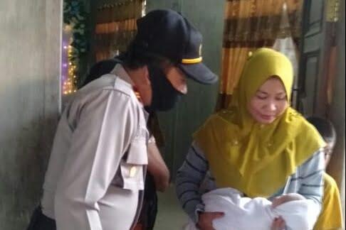 Warga Aceh Temukan Bayi Perempuan Di Teras Rumah