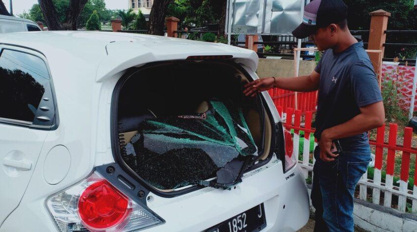 Orang Gila Di Aceh Rusak Sejumlah Mobil