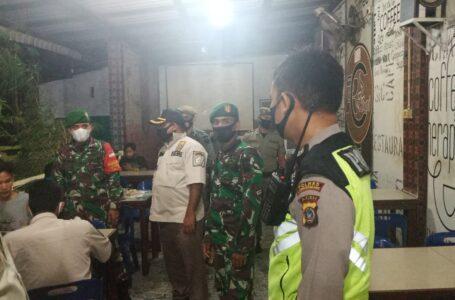 Tim Gabungan  Razia Masker Ke Cafe Di Lhokseumawe