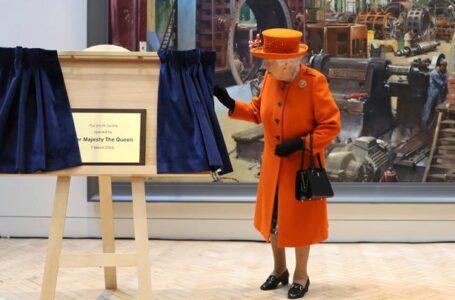Ratu Elizabeth dan Suami Bersedia Di Vaksin COVID-19